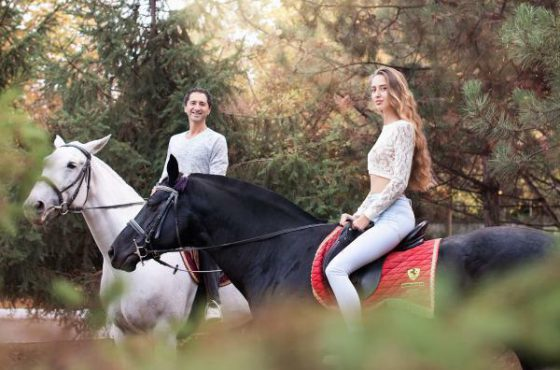 Подарок конная прогулка для двоих