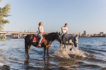 Конные прогулки — заряд бодрости и здоровья!